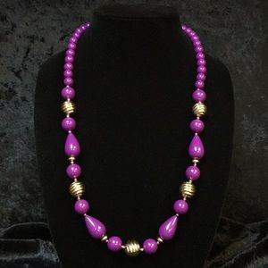 Jewelry - Bright purple beaded necklace D001